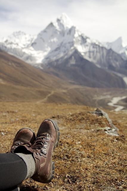 hiking-792800_640